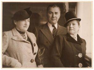Elsa Schiaparelli hats - Helena Rubinstein and her husband Prince Gurielli-Tchkonia in Sydney, Australia, 31 October 1938 - photographer Sam Hood
