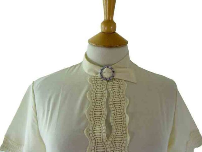 60s White Cropped Blouse - close up