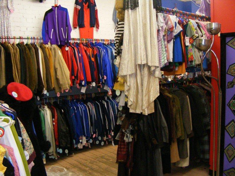 Retro clothes shop - 800x600