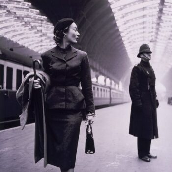 Lisa Fonssagrives in Paddington station, London, by American photographer Toni Frissell, 1951