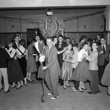 50s teenage fashion, Valentine dance, High school, USA, 1956