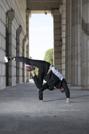 90s shell suit fancy dress-Man break dancing