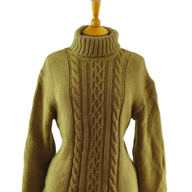 close up of 80s Thick Beige Winter Jumper