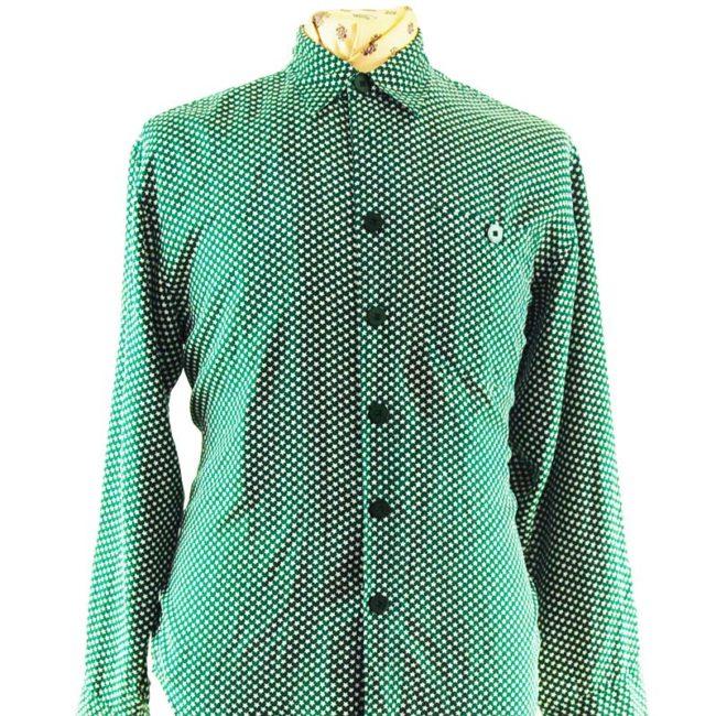 close up of 80s Womens Green Star Print Silk Shirt