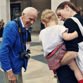 chore jacket UK -Bill Cunningham in his French work jacket at Fashion Week, photographed-by Jiyang Chen