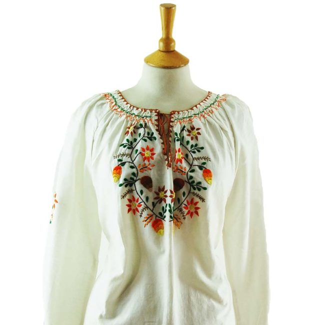 close up of 70s Vintage White Peasant Blouse