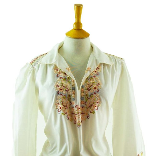 close up of 70s White Floral Peasant Blouse