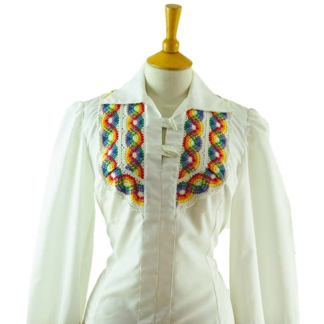 close up of 70s White Rainbow Embroidery Blouse