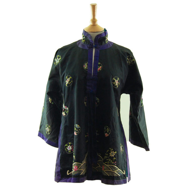 Traditional Hanfu Robe Features a black block colour shirt with embroidered flowers and hills on the hemline with embroidered flowers.