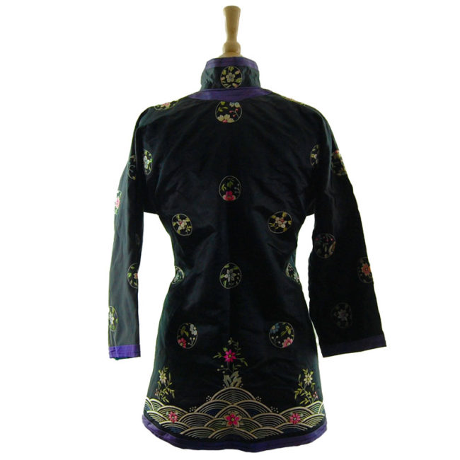 Traditional Hanfu Robe back Features a black block colour shirt with embroidered flowers and hills on the hemline with embroidered flowers.