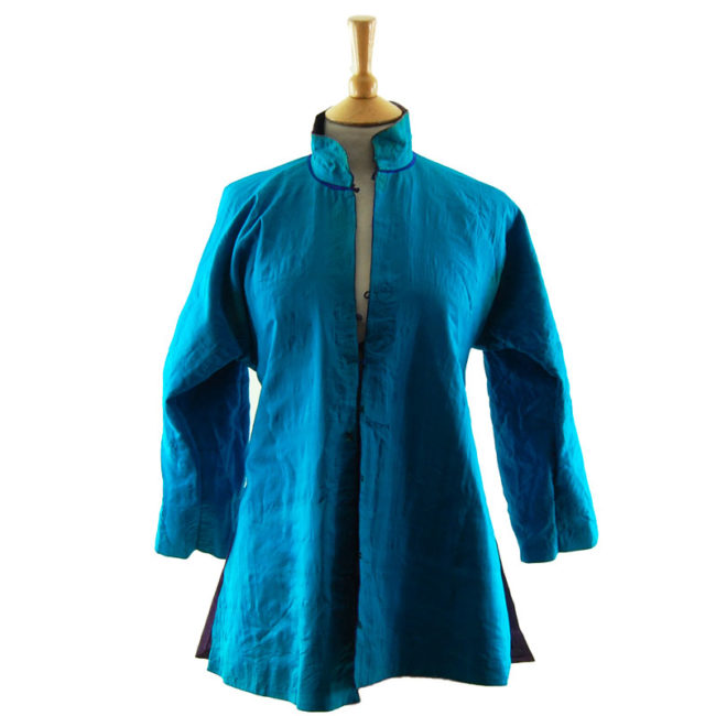 Traditional Hanfu Robe lining Features a black block colour shirt with embroidered flowers and hills on the hemline with embroidered flowers.