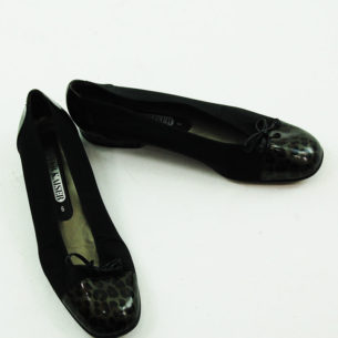 Birds eye view of 80s Black Pumps With Leopard Print