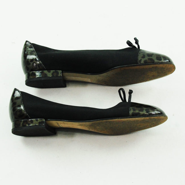 Side view of 80s Black Pumps With Leopard Print