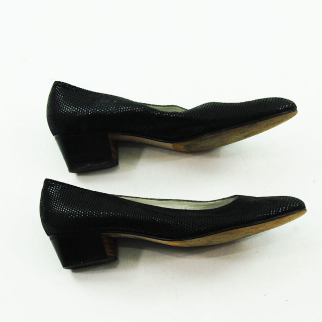 Side view of 80s Italian Black Leather Pumps.