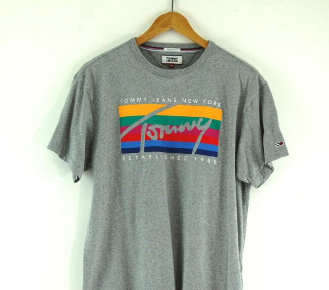 Tommy Jeans T-shirt close up