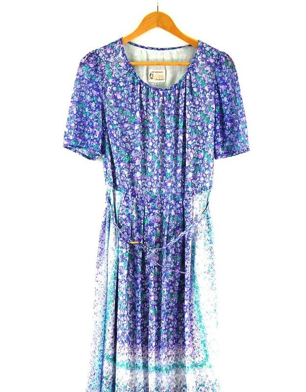 Close up Back of Belted 70s Floral Dress