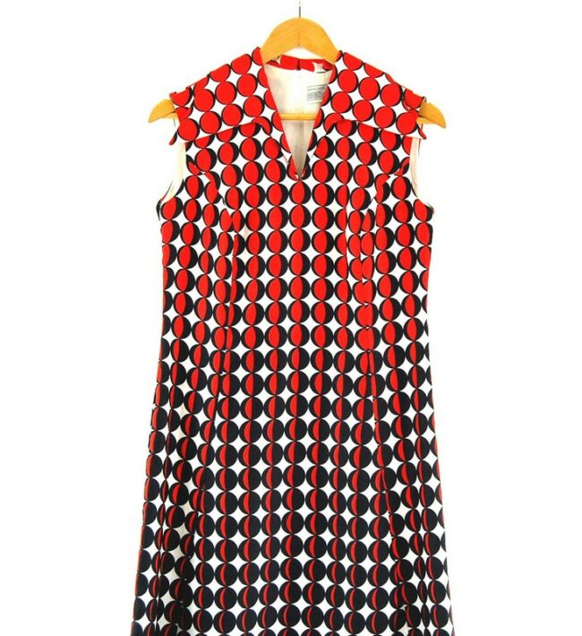 Close up of 70s Printed Shift Dress