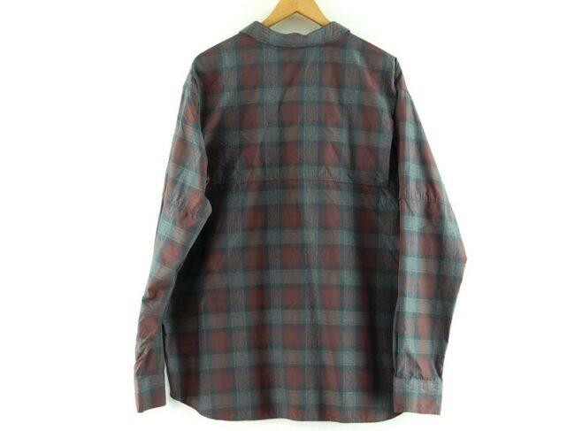 Back of Columbia Omni Shade Shirt