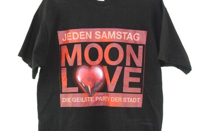 Close up Moon Love Black Tee